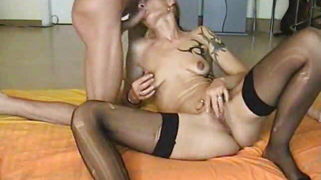 دو مرد به طور فیلم سکسی زنهای عرب همزمان یک زن لاغر را در الاغ و گربه موی سرخ می کنند
