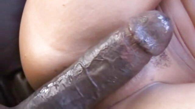 عاشق یک سکس اماتور عربی پیچ ضخیم به صندوق یک دانش آموز جسور روی تخت می گذارد
