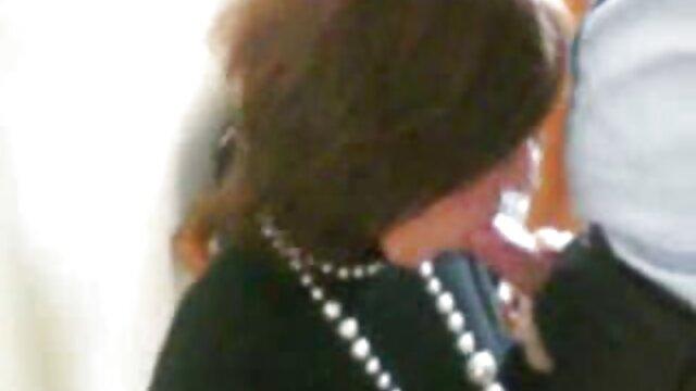 شخص خسته از کار برگشت و فیلم های سگسی عربی آلت تناسلی مرد بین تیتکا همسرش را در سوتینش انگشت زد