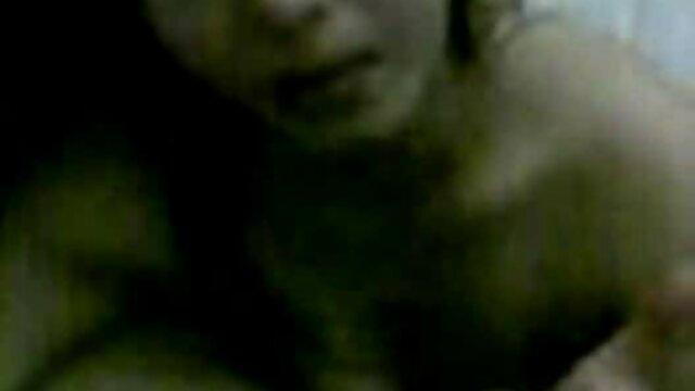 یک تلگرام سکس عربی مرد برهنه با یک گاو ماده در کاناپه رابطه جنسی دهانی و سنتی دارد
