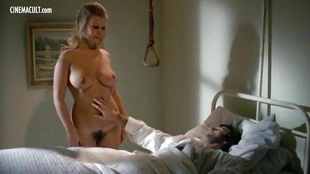 شخص خالکوبی شده فیلمهای سکسی عربی یک زن پر هیاهو را به خانه می آورد تا او را لعنتی کند