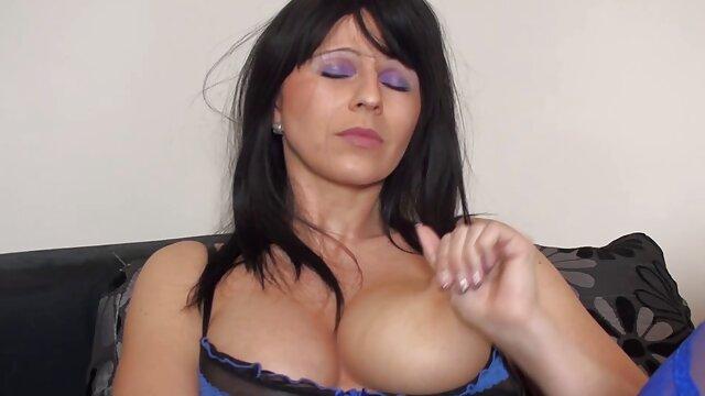 اپراتورها بشکه را در بیدمشک فیلم سکسب عربی مادری با سینه های بزرگ روی ریخته گری می گذارند