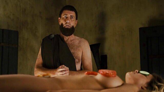 رمی لاکروا با نانهای کششی به او می دهد که فیلم سک عربی او را از الاغ لعنتی کند