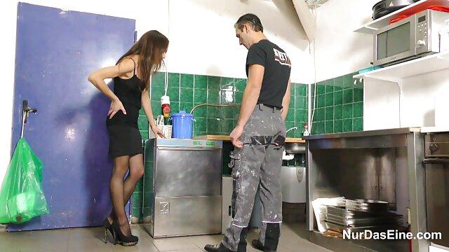 دوستی فیلم عربی سکسی به مادر قفسه سینه در میان فاق روی میز آشپزخانه برخورد کرد