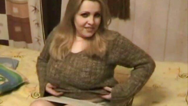 شخص شلوار جین صورتی را روی یک عاشق ورزش پاره کرد تا او فیلم س عربی را بر روی فاق عوض کند