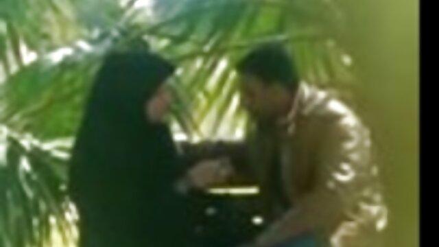 لزبین با سوتین صورتی فیلمهای سگسی عربی دست عاشق را در سوراخ مقعدی روی مبل قرار می دهد