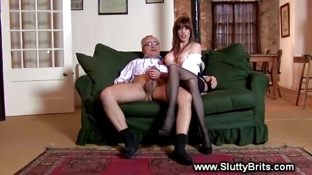 آبنوس دهان را به دهان می اندازد و دیدن فیلم سکس عربی روی کاناپه مقعد را می کشد
