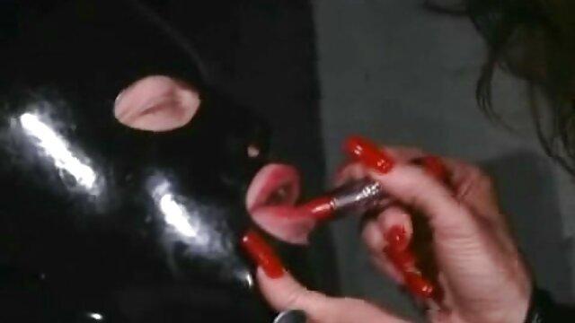 دختری شاغل سراسیمه خود را به ماساژور رساند و با مادرش در صندوق عقب سکس فیلم عربی خود پرید
