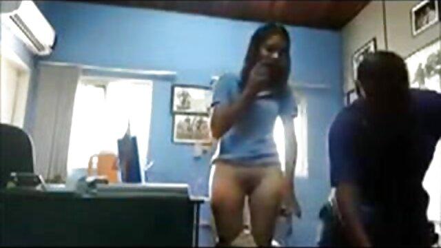 دو دانش فیلم کوتاه سکسی عربی آموز سر میز آشپزخانه به یک همکلاسی تجاوز کردند