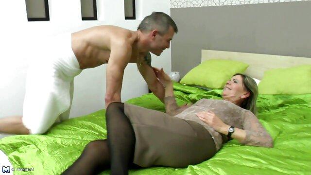 مادر سن آلت تناسلی پسر خود را می مکد و خودارضایی می کند فیلم سکسی سوپر عربی