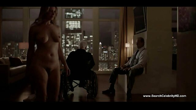 ههال ، ماندا یک زن بالغ را با دستکش لیس زد و فالوس فیلم سکسی زنهای عرب را درون خود فرو برد