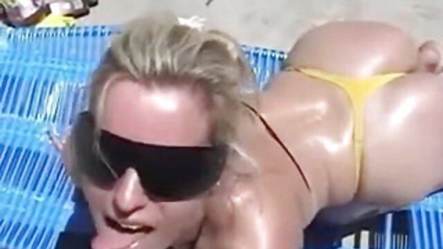 عوضی جوان در خانه با استفاده از دستگاه فیلم عربی سکسی جنسی خودارضایی می کند