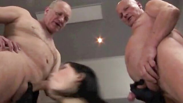 الکسا توماس با پخش سکس عربی شلوار سیاه یک خروس ضخیم nigga را در شکاف می گیرد