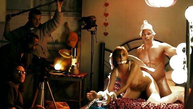 جوجه فیلم سکس گی عربی زن را خوشحال می کند با از blowjob و خروس بزرگ با الاغ تنگ نشسته است