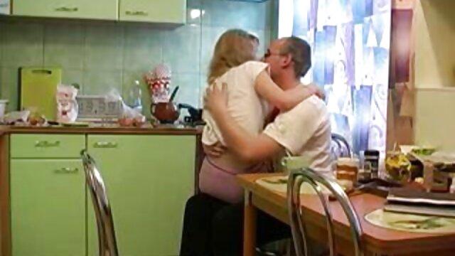 کرم مادر تلگرام سکس عربی Busty الاغ بزرگ را چرب می کند و جلوی آینه منبسط می شود