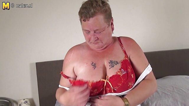 چاق MILF فیلم سکسب عربی هنگام دوش گرفتن سینه ها و الاغ ضخیم او را لمس می کند