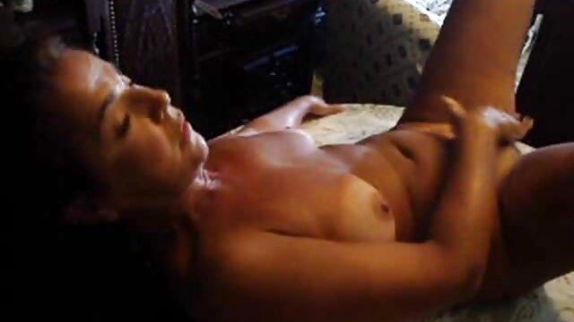 من دوربین را هدف قرار دادم تا نحوه شستن دوست فیلم سکس بکن بکن عربی دخترم را ثبت کند