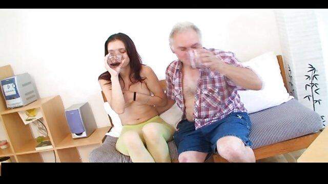 دو پسر یک باره مقعد آسیایی را پاره می کنند و از فیلم سکسی عربی خوشگل طریق شلوار شیرجه می زنند