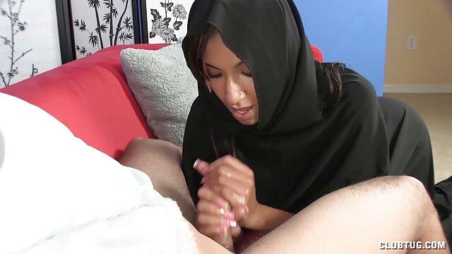 ههال مویی یک دختر محکم با شلوار سیاه به او داد تا فیلم سکس خانگی عربی در واحد خود سریع بدود